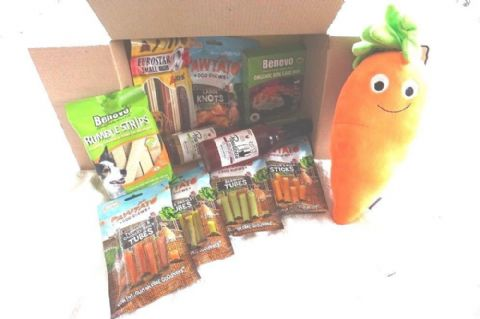 ULTIMATE VEGAN DOG XMAS HAMPER FILLED WITH VEGAN VEGETARIAN DOG TREATS & TOY